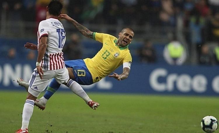 Lối chơi kỷ luật của Paraguay khiến Brazil bộc lộ những điểm yếu. Ảnh: AFP.