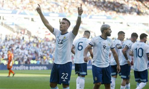 Martinez có bàn thứ sáu trong 10 trận chơi cho Argentina. Ảnh: Reuters