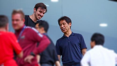 Ông Nishino có mặt trên sânThammasat. Ảnh:Siam.