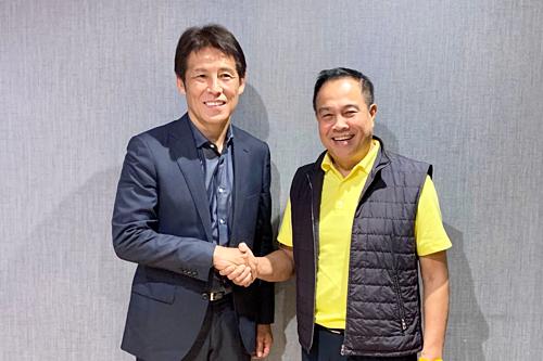 Ông Nishino (trái) sẽ dẫn dắt Thái Lan từ ngày 1/7. Ảnh: FAT.