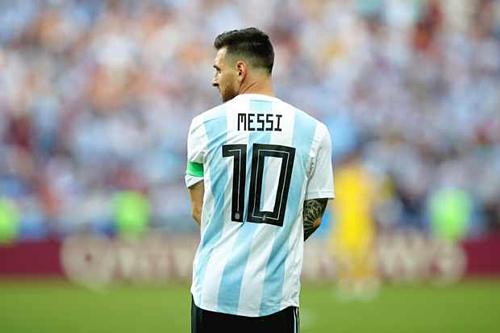 Messi gánh nhiều áp lực trước trận đấu với Brazil. Ảnh:AFP.