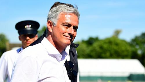 Mourinho đang nhàn rỗi và thoải mái tới xem các trận đấu ở Wimbledon trong khi đồng nghiệp bắt tay vào chuẩn bị cho mùa giải mới. Ảnh:AFP.