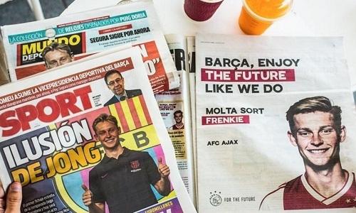 Ajax mua hai trang báo để chúc De Jong may mắn tại Barca. Ảnh: Marca.