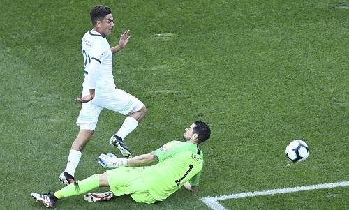Dybala gây ấn tượng và được chọn là cầu thủ hay nhất trận. Ảnh: Reuters.