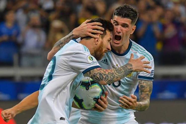 Khoảnh khắc ăn mừng hiếm hoi của Messi và các đồng đội.