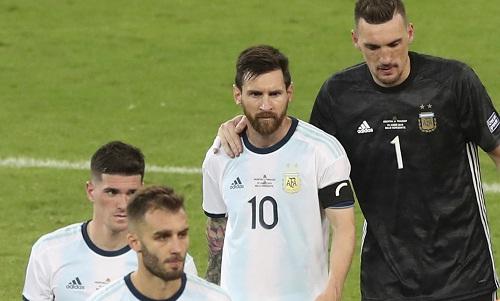 Messi và đồng đội rơi vào thế khó vì chỉ kiếm được một điểm sau hai trận. Ảnh: Reuters.