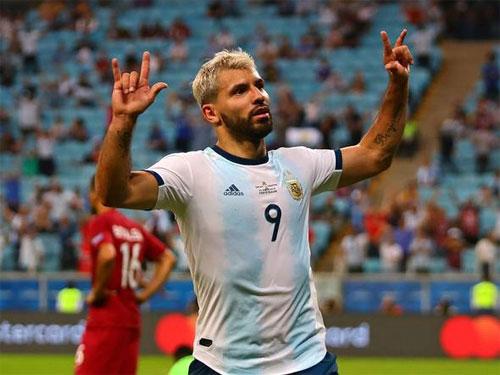 Qatar chỉ chịu đầu hàng sau bàn thua thứ hai.