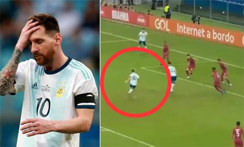 Messi dứt điểm hỏng ăn do bóng nảy lên bất ngờ.