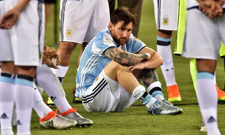 Messi từng tuyên bố chia tay đội tuyển sau khi thua ở chung kết Copa America 2016. Ảnh: AFP.