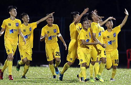 Thanh Hoá tiếp tục tạo bất ngờ khi đánh bại HAGL để lần đầu vào chơi chung kết U17 quốc gia.