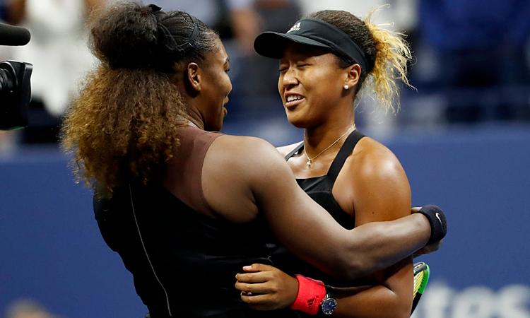 Serena chúc mừng chức vô địch Grand Slam đầu tiên của Osaka. Ảnh: AP.