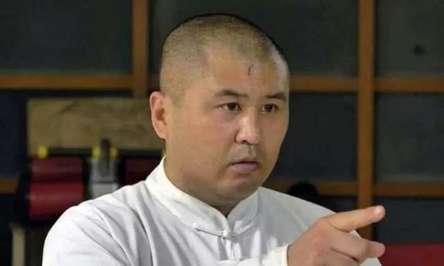 Ngụy Lôi là bại tướng đầu tiên trong hành trình thách đấu các võ sư võ truyền thống của Từ Hiểu Đông.