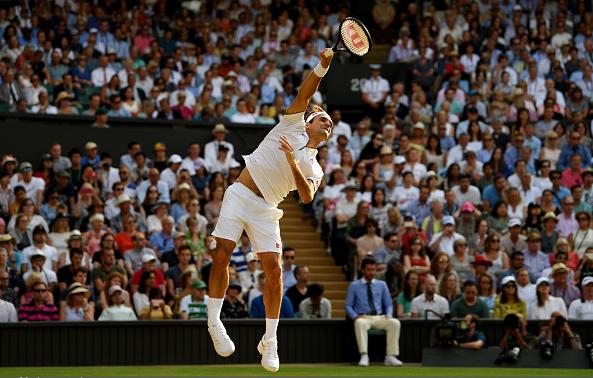 Wimbledon 2019 chứng kiến thay đổi lớn của Federer trong các game giao bóng.