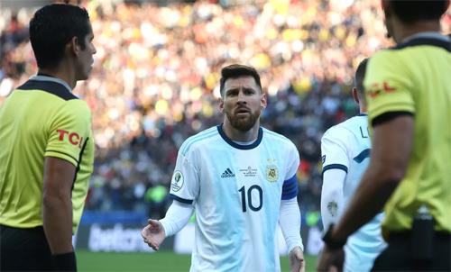 Messi vẫn nhận được sự yêu quý của CĐV. Ảnh: Reuters