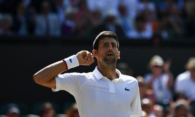 Djokovic khiêu khích khán giả Wimbledon