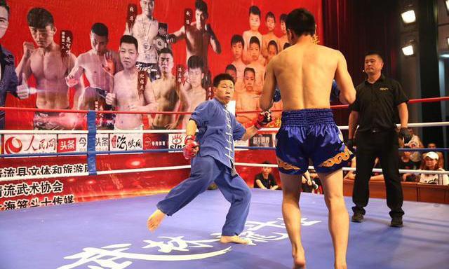 Hoắc Yên Sơn (áo xanh) bị nghi ngờ diễn kịch để thắng đối thủ.