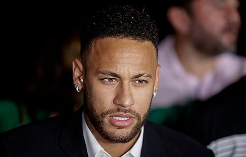 Neymar muốn trở lại Barca nhưng Real quyết tâm chiêu mộ cầu thủ này. Ảnh:AP.