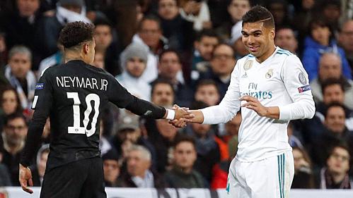 Neymar và Casemiro có thể đổi chỗ trong hè 2019. Ảnh:AFP.