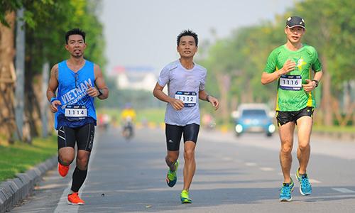 Anh Tương Giang (giữa) xem việc làm pacer là một cách khác để tận hưởng chạy bộ, và đem lại lợi ích cho cộng đồng.
