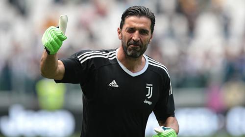Buffon trở lại Juventus giống như cuộc đoàn tụ gia đình. Ảnh:AFP.