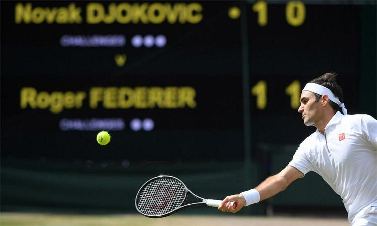 Federer hài lòng với màn trình diễn của bản thân ở chung kết Wimbledon, dù anh để vuột chiến thắng ở thời khắc quyết định. Ảnh: Reuters.