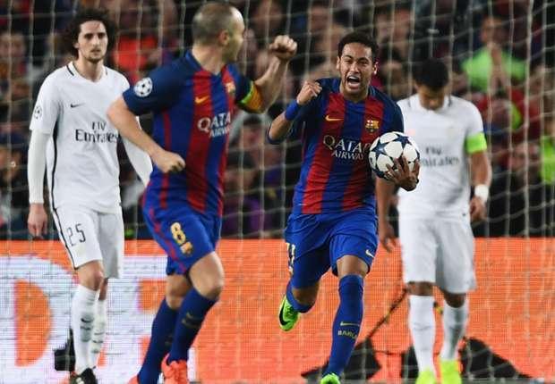 Neymar (ôm bóng) trong trận Barca thắng PSG 6-1 ở Champions League mùa 2016-2017. Ảnh: AFP.