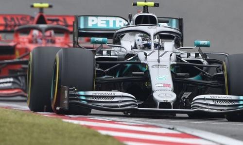 Chiếc W10 giúp Mercedes thắng tuyệt đối trong ba chặng đầu mùa giải. Ảnh: PA.