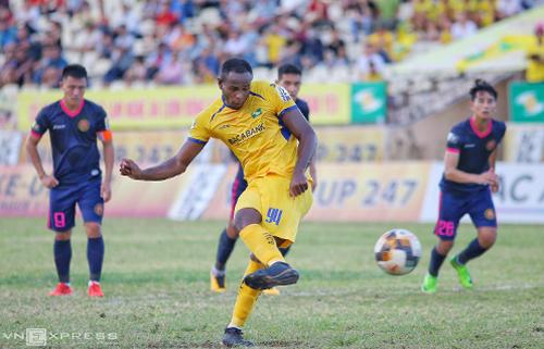 Tân binh Vinicius có bàn thắng đầu tiên cho SLNA. Ảnh: Xuân Thuỷ