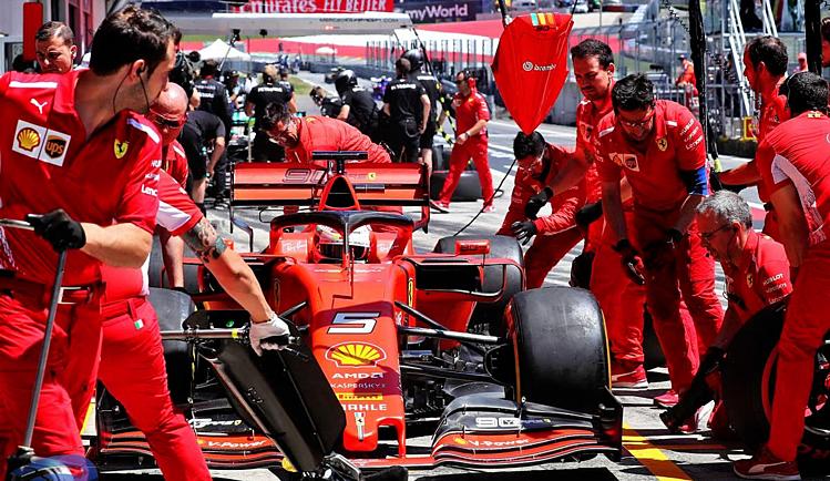 Ferrari không ít lần mất chiến thắng hoặc podium vì vấn đề ở pit-stop. Ảnh: Inside Racing.