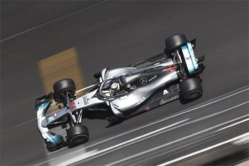 Hamilton gặp trục trặc về động cơ và đạt kết quả thất vọng trên đường đua sở trường.