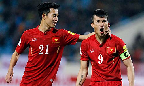 Công Vinh và Văn Toàn tại vòng loại World Cup 2018. Ảnh: FIFA.