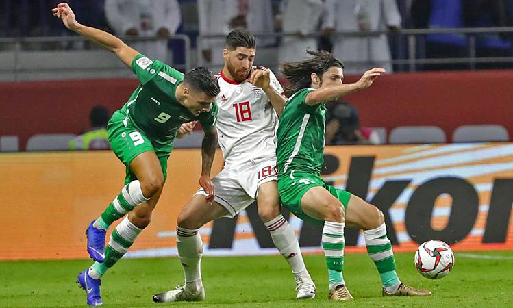 Iran (áo trắng) và Iraq từng hòa 0-0 ở vòng bảng Asian Cup 2019. Ảnh: AFP.