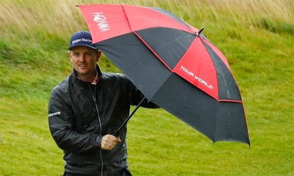 Justin Rose cùng nhiều golfer khác không thể hoàn thành vòng tập cuối vì mưa lớn. Ảnh: Reuters.