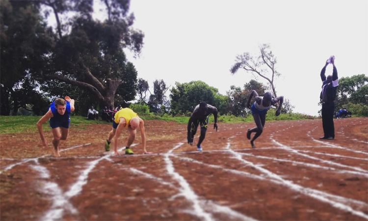 Nhiều runner từ các quốc gia phương Tây chọn đến Iten để tập luyện, giao lưu cùng các chân chạy hàng đầu. Ảnh: Guardian.
