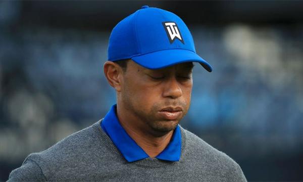 Woods thể hiện bộ mặt nhạt nhòa ở vòng đầu The Open. Ảnh: Sky.