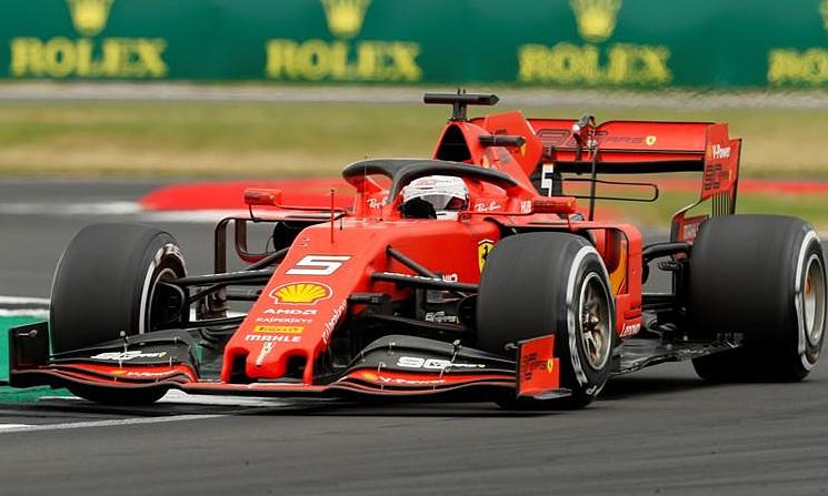 Vettel không ngừng mắc sai lầm thời gian qua. Ảnh: Reuters.
