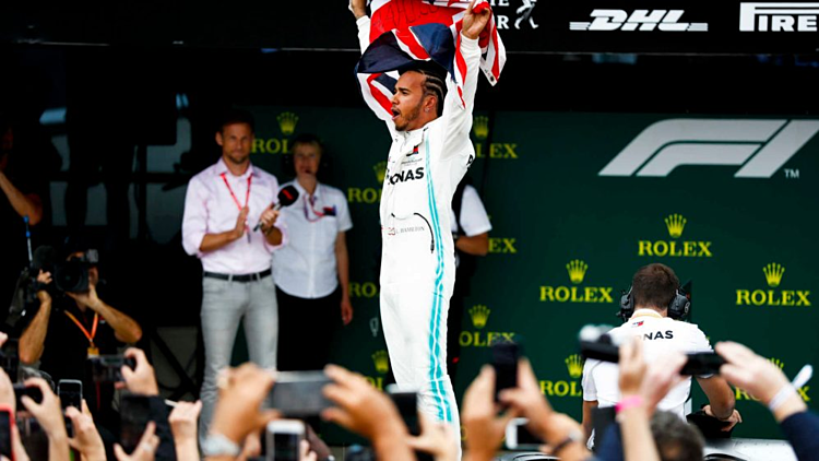 Hamilton lần thứ sáu chiến thắng ở chặng đua sân nhà.