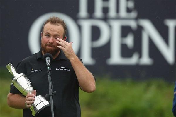 Lowry rơi nước mắt trong lễ trao giải The Open 2019. Ảnh: ABC.