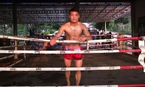 Hàn Phi Long đang tập luyện ở Thái Lan trước khi đấu Sudsakorn.