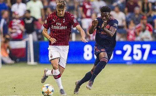 Daniel trong trận ra mắt đội một Milan, gặp Bayern. Ảnh: Sportwire.