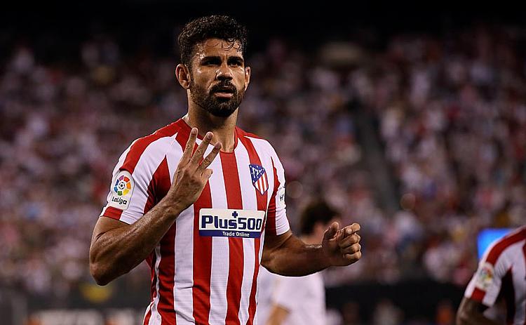 Costa là cầu thủ nổi bật nhất trận với bốn bàn thắng và... một thẻ đỏ. Ảnh: AFP.