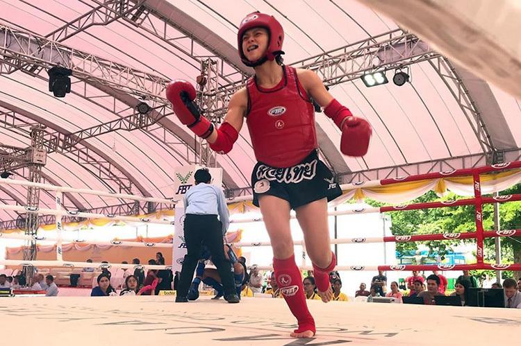 Niềm vui của Hữu Hiếu sau khi vô địch Muay Thái thế giới.