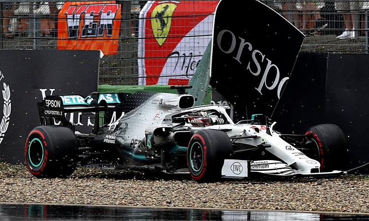 Hamilton gặp nạn ngay sau khi thay lốp mềm (màu đỏ) ở vòng 28. Ảnh: Motosport.