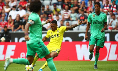 Fenerbahce để lại dấu ấn với ba bàn.