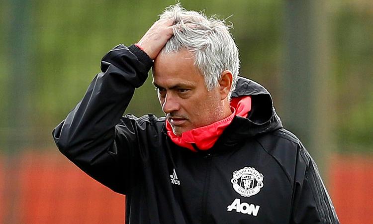 Mourinho thường cảm thấy cô đơn khi còn dẫn dắt Man Utd. Ảnh: Reuters.