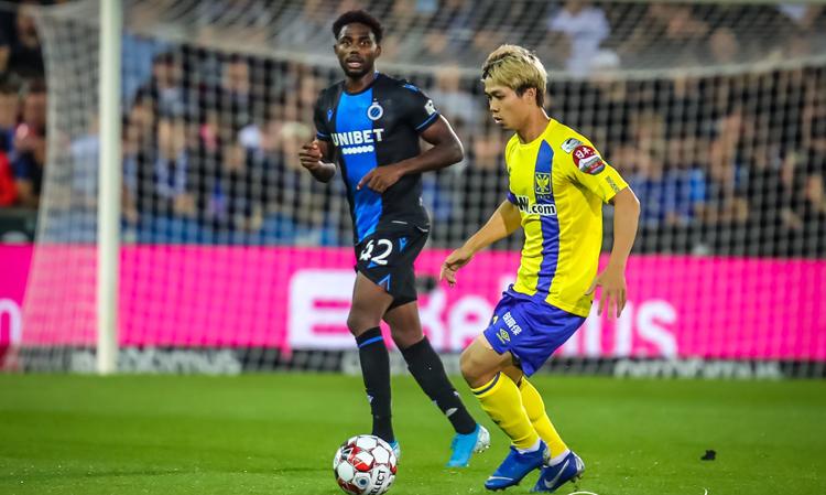 Công Phượng lần đầu tiên được ra sân ở giải vô địch quốc gia Bỉ, trong trận thua 0-6 trên sân của Club Brugge rạng sáng 3/8