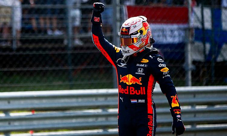 Verstappen giành pole, nhưng anh sẽ phải vất vả để giữ vị trí số một trước hai tay đua của Mercedes.