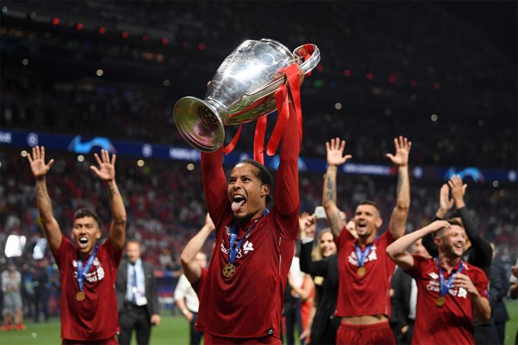 Van Dijk vượt qua áp lực từ mức giá chuyển nhượng kỷ luc, để tỏa sáng, cùng Liverpool vô địch Champions League.