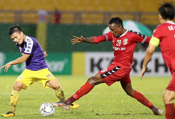 Hà Nội (áo xanh) hiện chiếm lợi thế nhờ thắng 1-0 trên sân khách lượt đi. Ảnh: Đức Đồng.