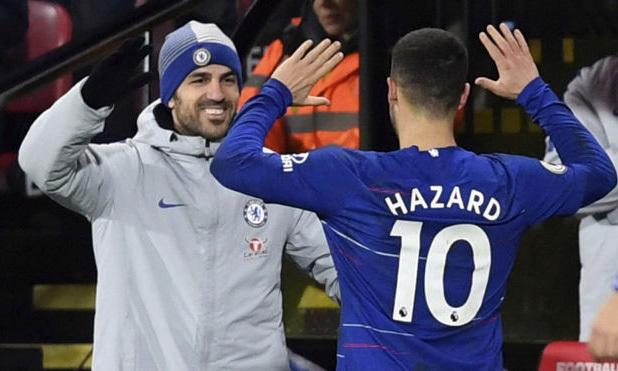 Fabregas (trái) và Hazard thuở còn chung màu áo Chelsea. Ảnh: AP.